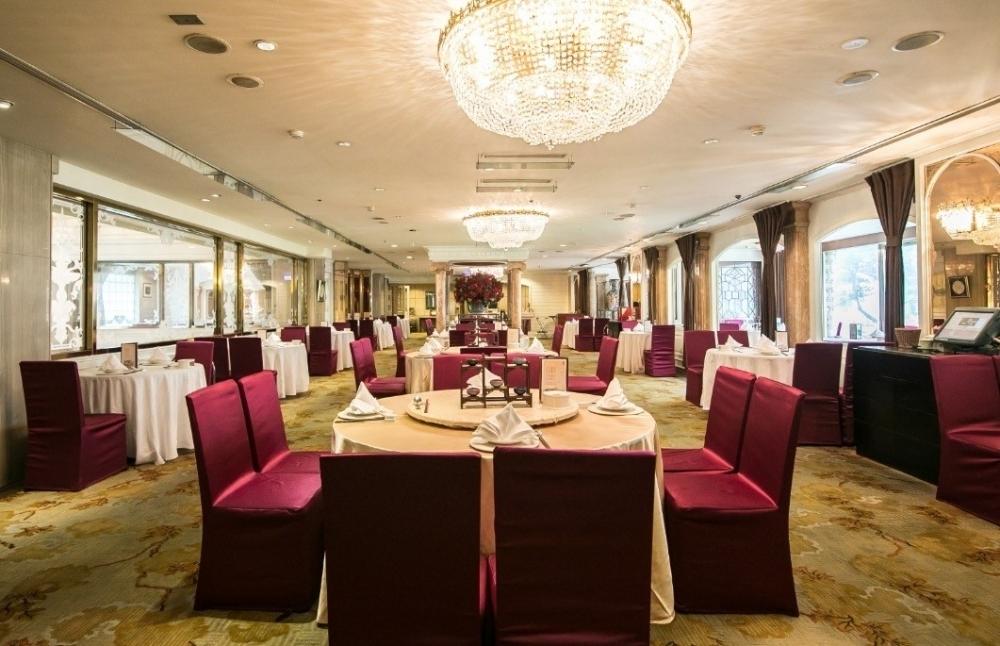 本格広東料理レストランでは、北京ダックが一番人気