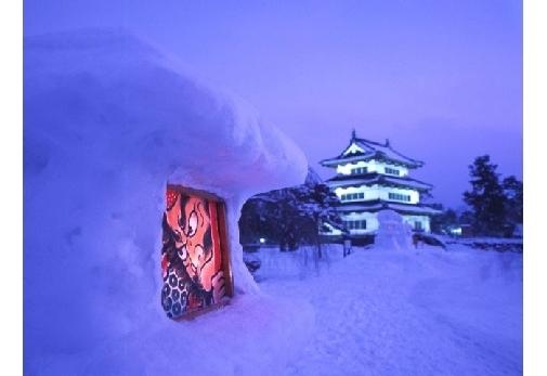 全国で開催される冬ならではのお祭り③ 弘前城雪燈籠まつり