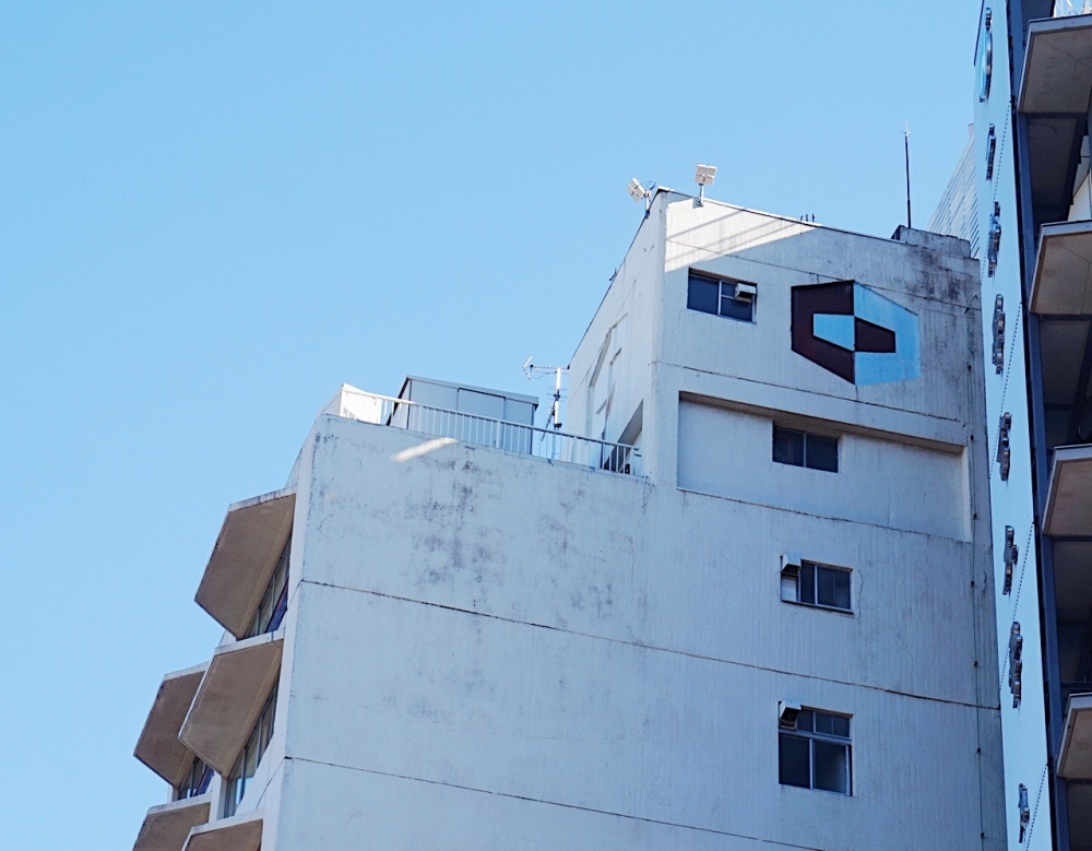 塔屋とタイルづかいにも注目 九段ビル