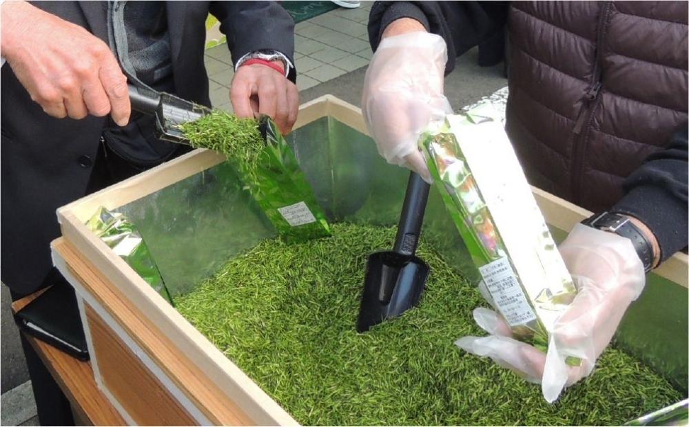 お茶詰め放題も!春は静岡駅から15分の「新茶摘み体験ツアー」へその3