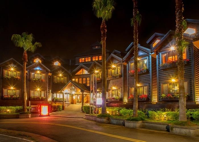国内外の要人も滞在!ヒノキが香るロッジ風リゾートホテル。