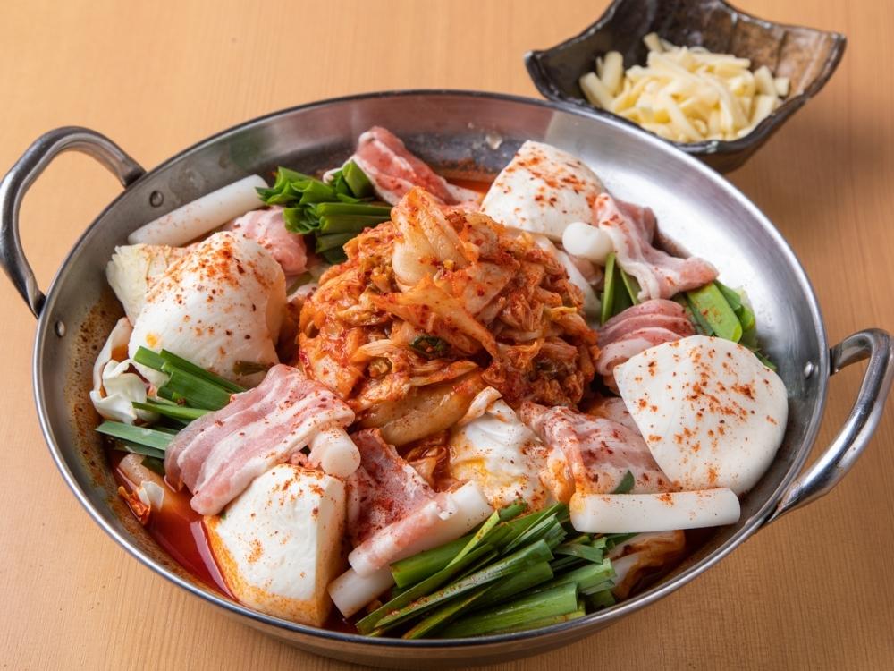 キムチとチーズのマリアージュ「韓国×イタリア ★チゲモッツァレラチーズ鍋」