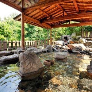 """""""美人の湯""""といわれる名湯を個性豊かな湯船たちで!庭園も魅力な岡山の宿でたっぷり癒されて"""