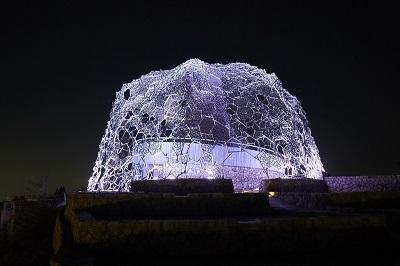 1000万色のLEDライトで照らし出す幻想的な光景