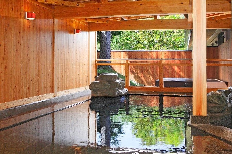 広々とした男女別の温泉も|「星見露天風呂」が楽しめる宿・長野県「池の平ホテル」
