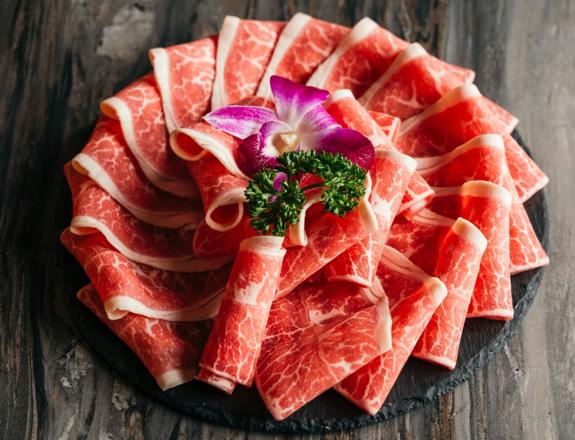 世界各国の珍しい肉と海鮮がラインナップ。