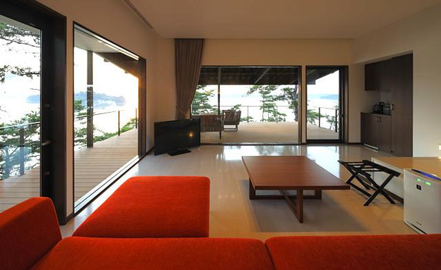 熊本県の絶景ホテル「天草 天空の船」の魅力②建築デザイナーが手掛けた客室がステキ