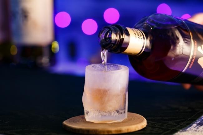 アイスショットグラスで飲むウイスキーは格別の味