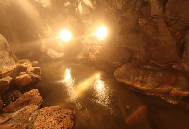 ②自然の神秘を感じる大洞窟温泉