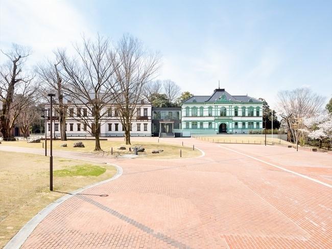 国内唯一の工芸専門国立美術館。約1900点の作品を展示