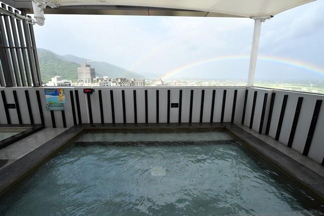 露天風呂やテルマリズムなど最高のリラクゼーションが叶うホテル。