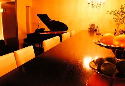 グランドピアノが象徴的「Escale」(吉祥寺)