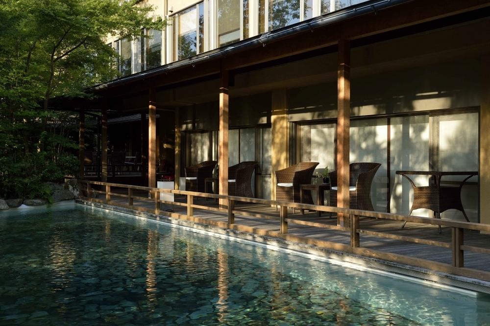 館内のテラス&テラスデッキで新緑浴