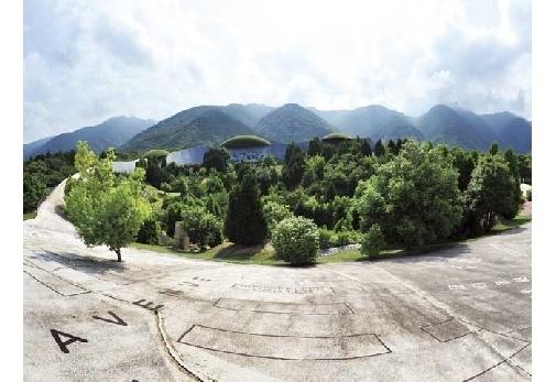 岐阜県の噂の公園「養老天命反転地」が凄い!▶︎体感して楽しむ公園