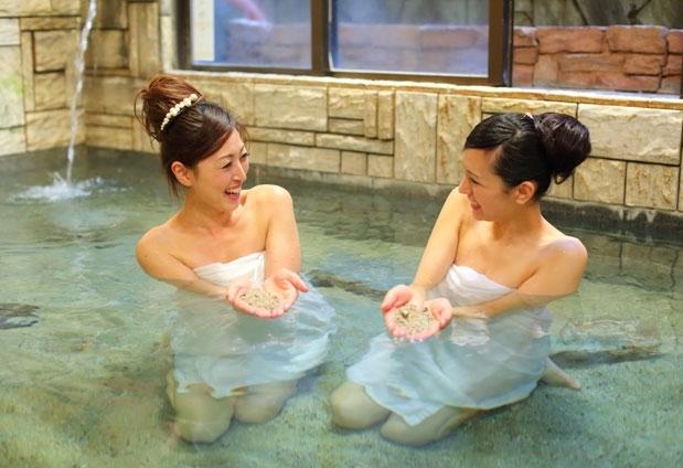 「鶴の恩返し よみがえりの宿 鶴霊泉」の魅力とは②名物の温泉