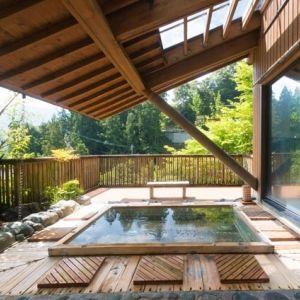 木のぬくもりと和を感じる宿で過ごす。大自然と一体になれる時間を