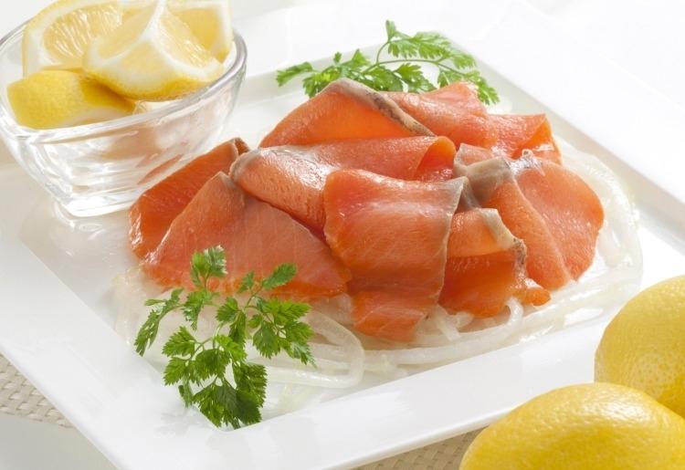 北海道に縁の深い鮭を身体にやさしいマリネで。「フレッシュ 紅鮭マリーネ 450g」(北海道)