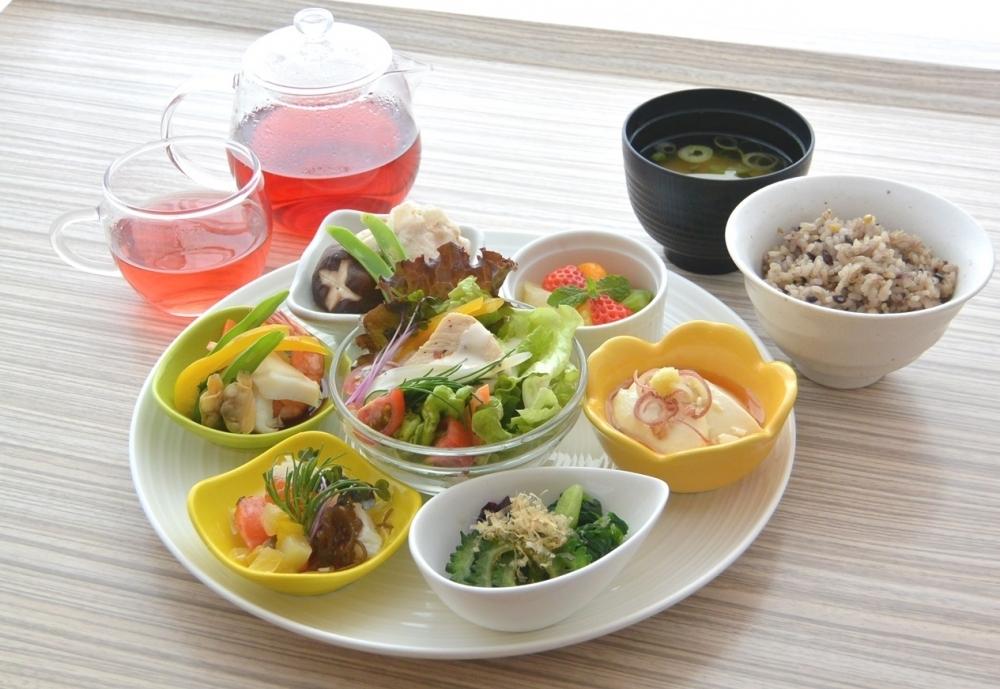 沖縄スーパーフードでヘルシーランチ&ディナー