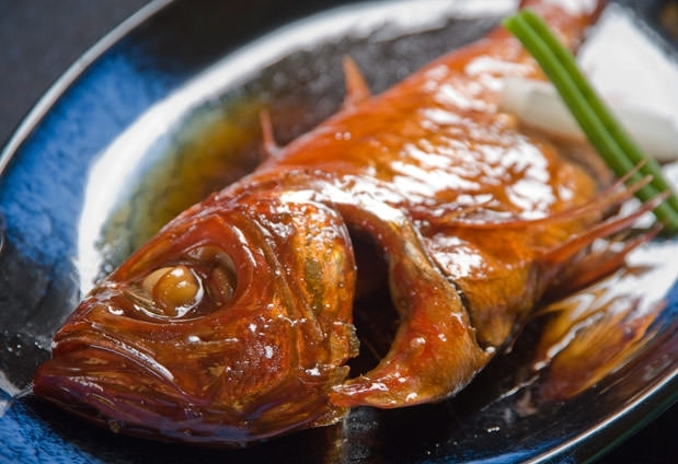 自慢の金目鯛料理が大人気! 「食べるお宿 浜の湯」