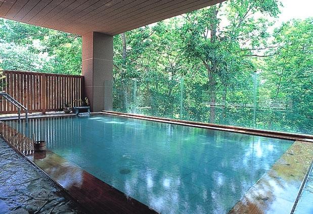 「ホテル甘露の森」のニセコ昆布温泉は、女子力アップの美人の湯