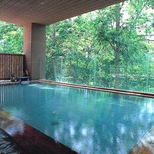 森の天空露天風呂!?北海道・ニセコ昆布温泉「ホテル甘露の森」って?