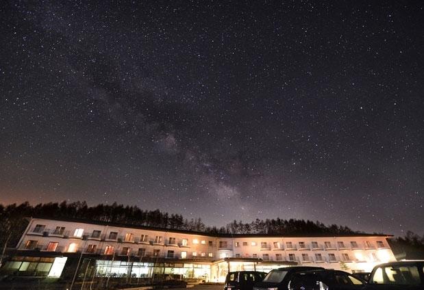 長野県「八ヶ岳グレイスホテル」の魅力①365日開催の星空観察ツアー