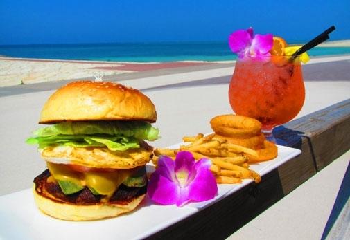 観光プラン③「Resort cafe KAI」でビーチとカフェメニューを堪能