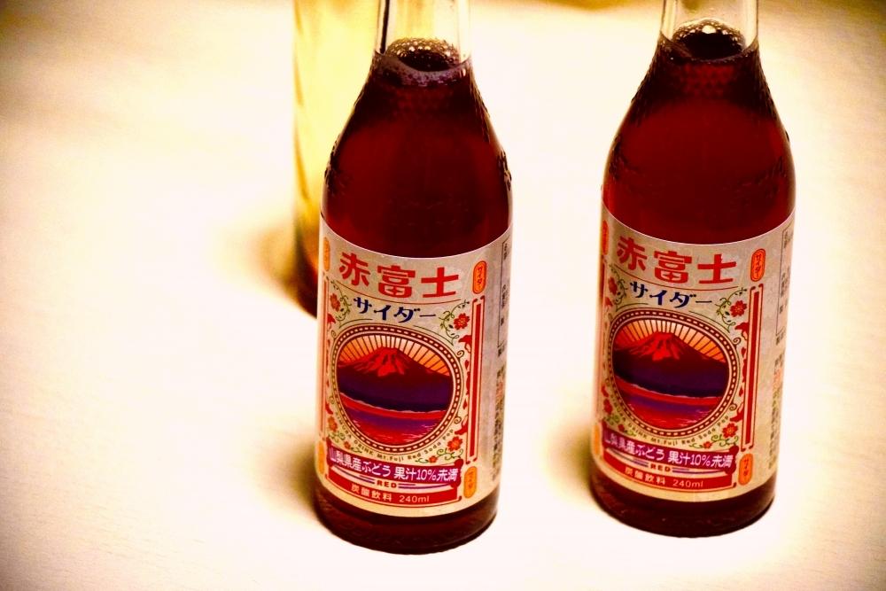 <静岡県> 富士山の天然水と山梨のブドウのコラボソーダ