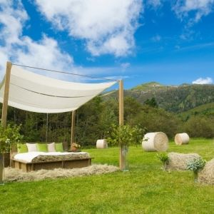 「星野リゾート トマム」の大自然の中に登場した「牧草ベッド」とは
