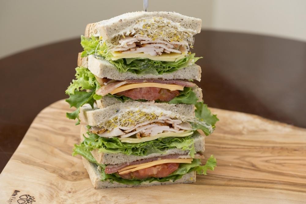 ボリューム満点!本格的アメリカン・サンドイッチのお店「Qino's Manhattan New York(キノーズ マンハッタン ニューヨーク)」