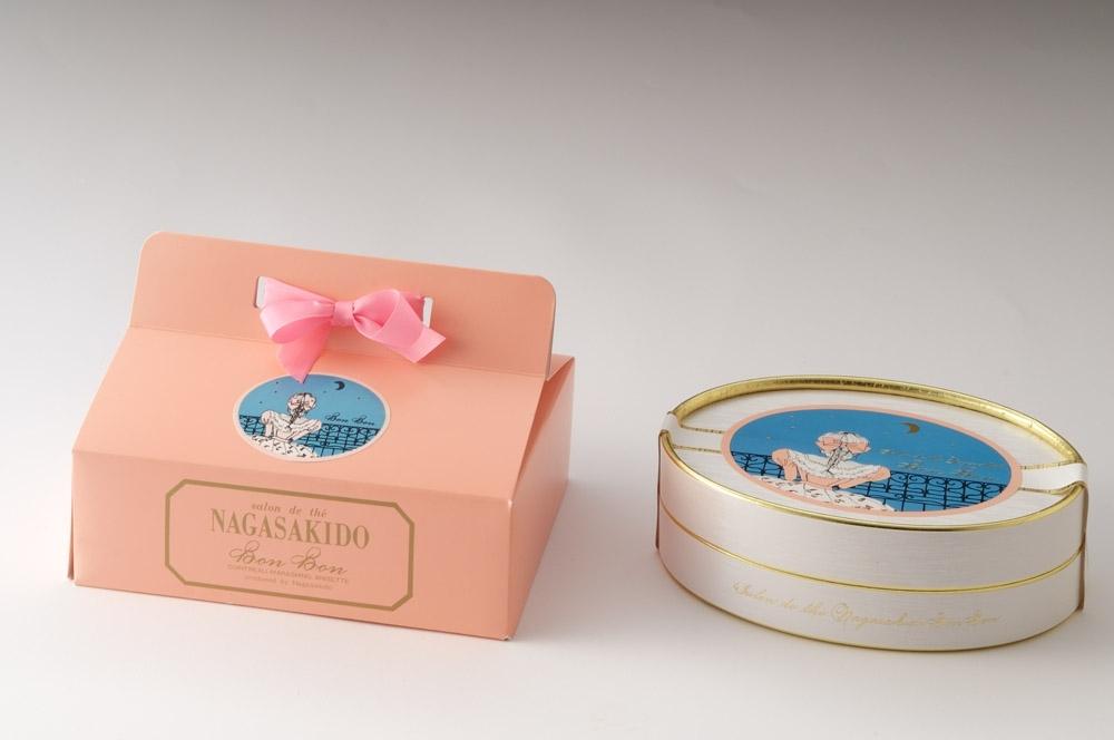 お菓子のイメージとリンクする宝石箱のようなパッケージ
