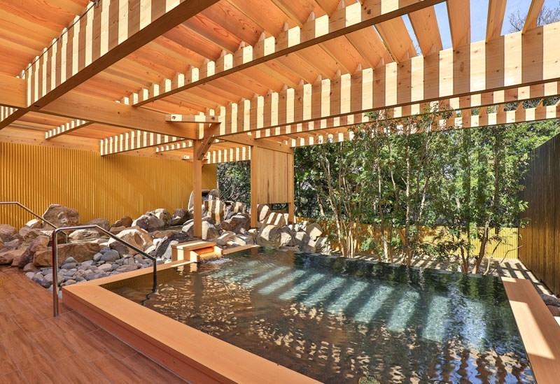 古湯を露天風呂で開放的に愉しめる