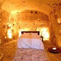 なぜだか落ち着く。世界にある泊まれる「洞窟ホテル」おすすめ10選