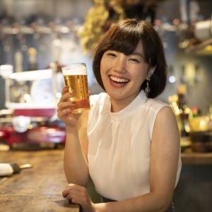 """""""ビールおねえさん""""古賀麻里沙の「びあばな」−後編−"""