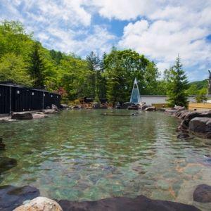 約150坪の大露天風呂!北海道の宿で大スケールのお風呂を愉しむ