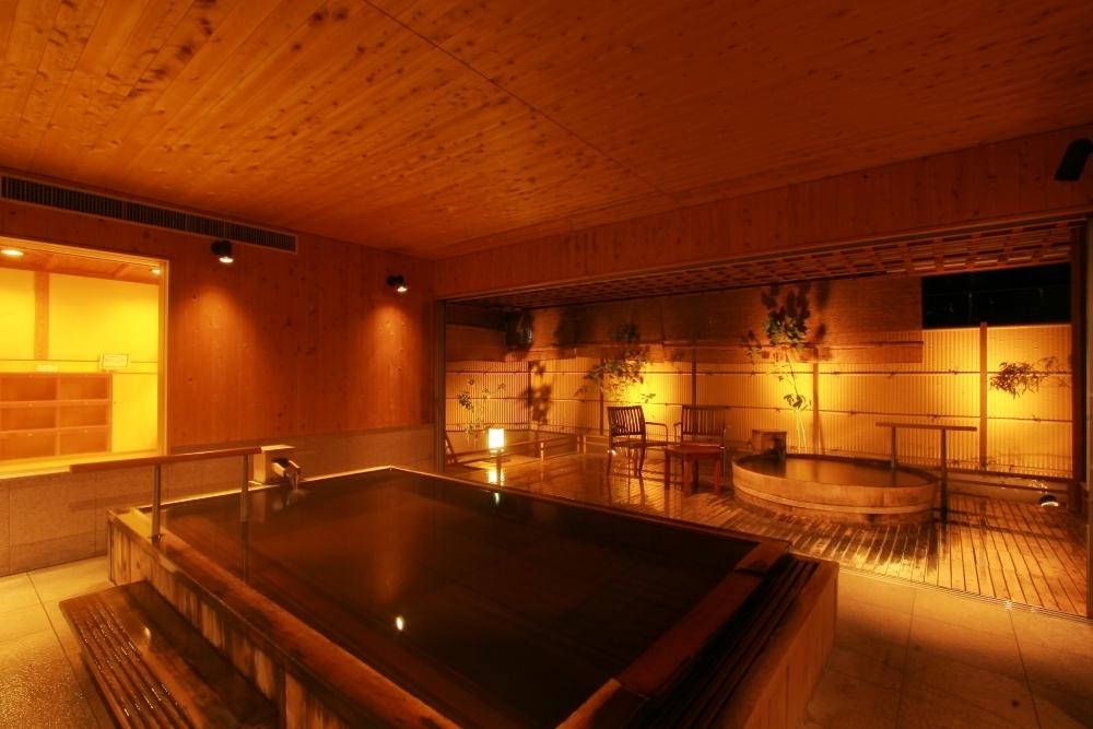 天然木の心地良い香りに癒される湯処