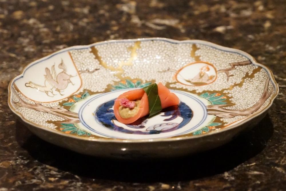 「MoonFlower Sagaya Ginza, Art by teamLab」の3月・4月のコース料理のひとつ「桜餅とフォワグラ」
