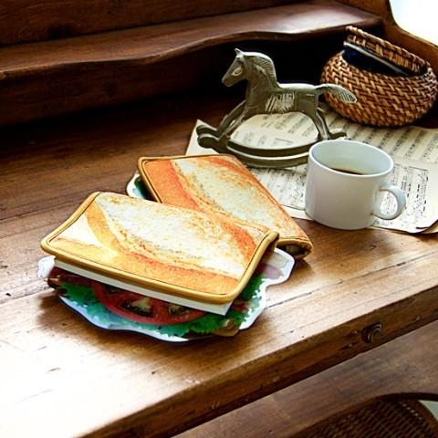 【BLT】旅のお供に。一見サンドイッチなベーコンレタスブックカバーが発売中!その4
