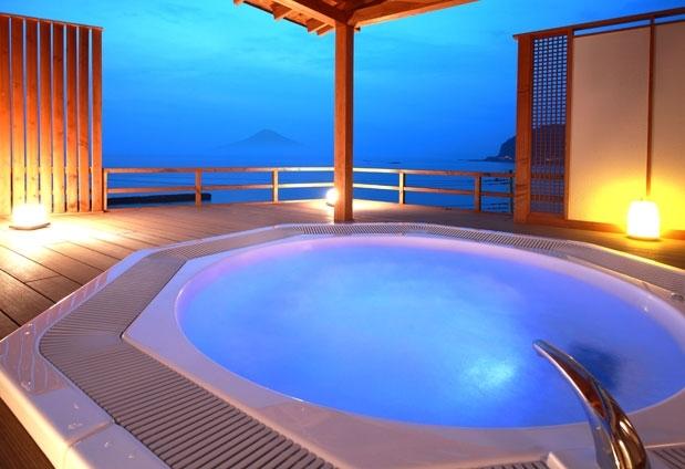 Beachside Onsen Resort ゆうみの魅力②圧巻の眺望の貸切露天風呂