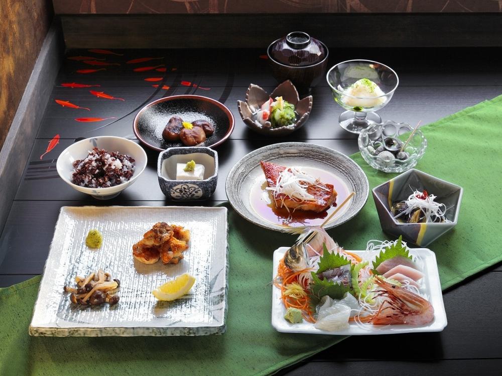 地元の食材でテーブルを彩る創作会席料理