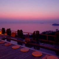 西浦温泉随一の絶景広がる!オーシャンビューの客室と「天空露天風呂」を満喫したい宿