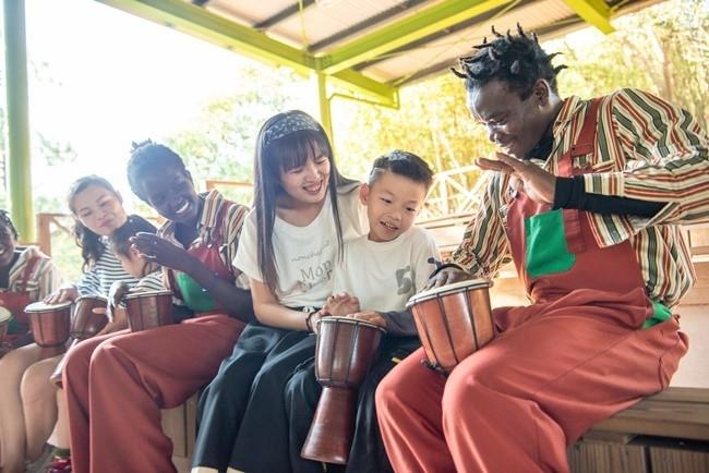アフリカン・ドラムをはじめとした独自のパフォーマンスを満喫。