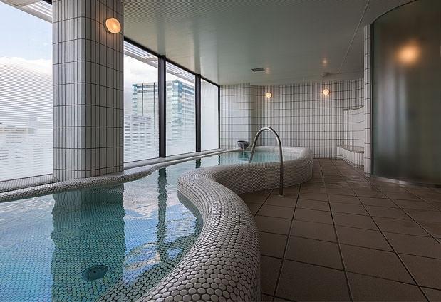 展望大浴場でゆったりとした湯浴みを