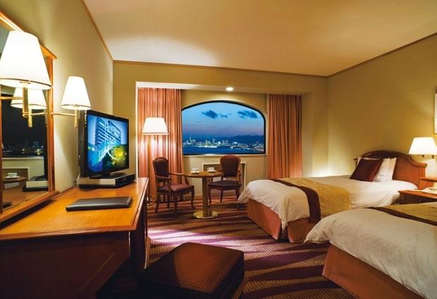 美しい夜景と快適な睡眠がとれる空間を確保した客室