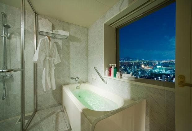 神戸の夜景を一望!いつもよりちょっぴり贅沢な雰囲気を感じられるバスルーム