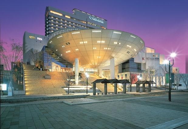 三ノ宮駅から約16分、大阪駅から約30分と便利なアクセス