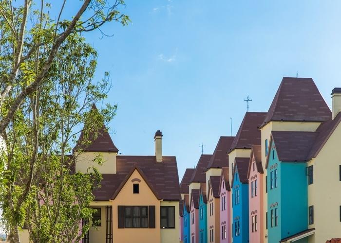 花蓮の田園地帯に、童話のような街並みが出現!