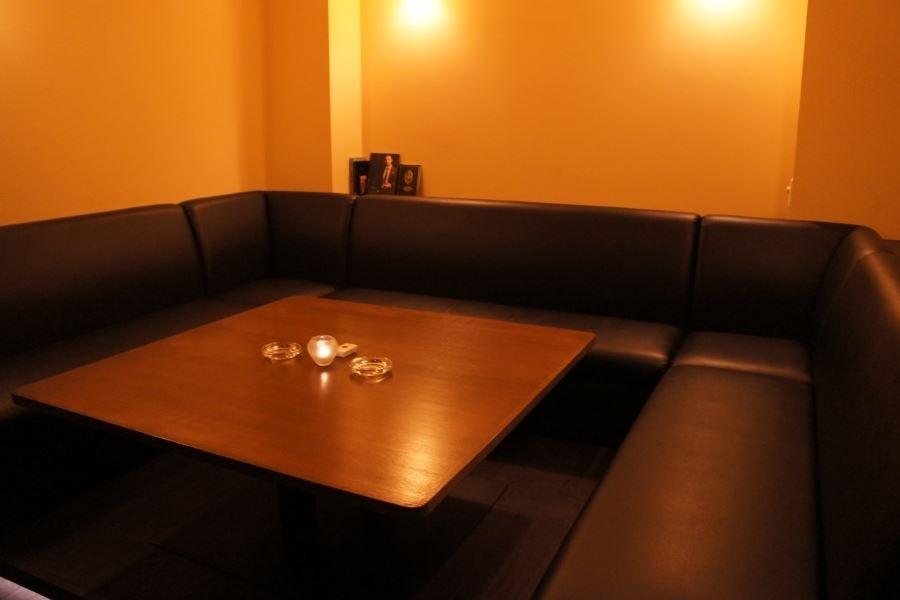 プライベートな空間を!ゆったり座れるソファー席の個室