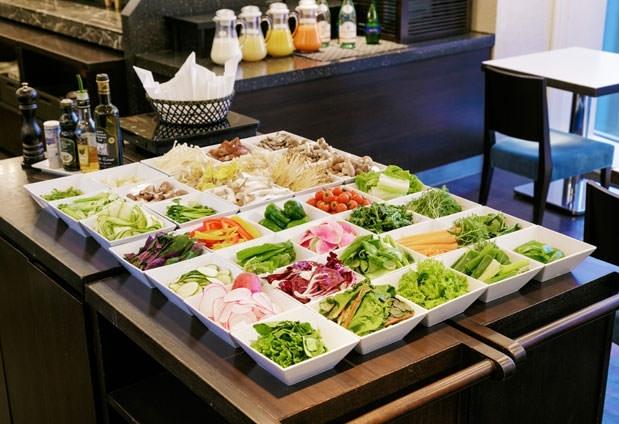 新鮮な東京野菜をブッフェで「ホテル龍名館東京」