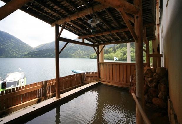 自然とじっくり対峙する180度レイクビュー「然別湖温泉ホテル 風水」